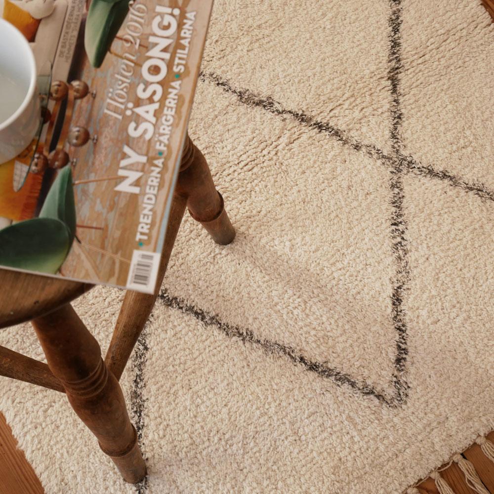 Diamond Patterned White Berber Style Floor Runner And
